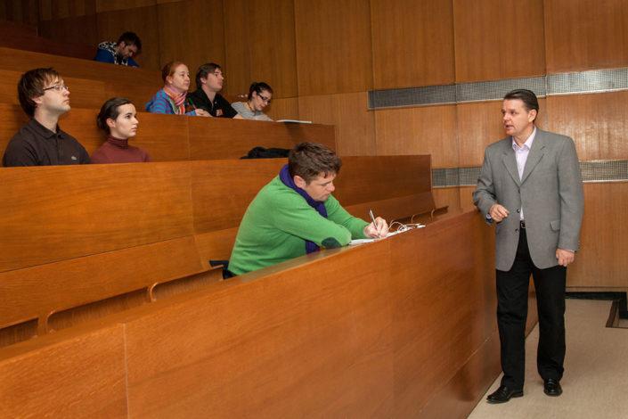 Előadás az állatorvostudományi Egyetem Sebészeti Előadójában. A magyar és angol nyelvű szemészet előadásokon nem lehet hibázni, minden alkalom kihívást jelent.