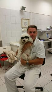 dr szentgáli zsolt szemüveges kutyával